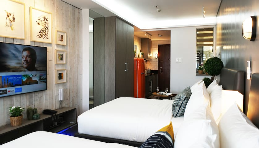 Chic Shell Residences Condo Suite—MOA view