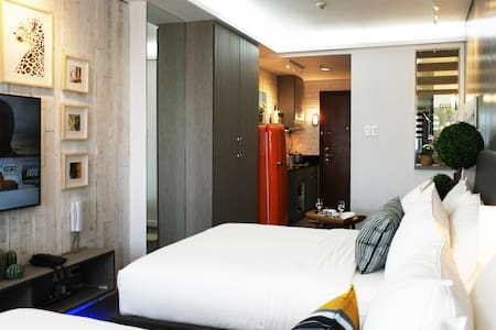 Chic Shell Residences Condo w/ Panoramic City View
