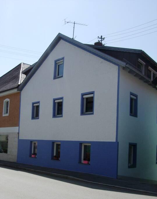 Unser Haus von der Straßenseite aus