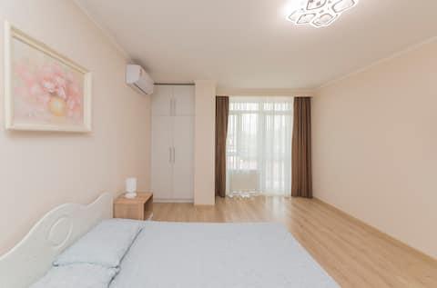 Apartament znajduje się w historycznym centrum Odessy.