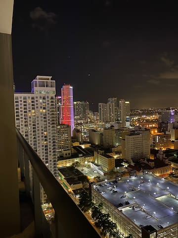 Super Modern Luxury Condo in heart of Downtown MIA
