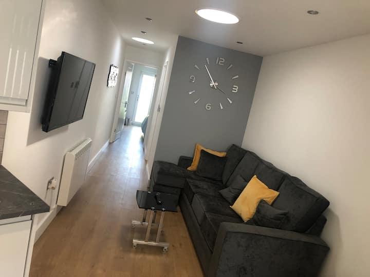 Stylish Apartment with Free Parking & Netflix
