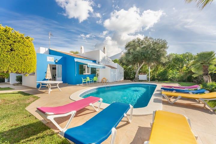 Villa Desi mit WLAN, Garten, Pool und Terrassen; Straßenparkplätze vorhanden