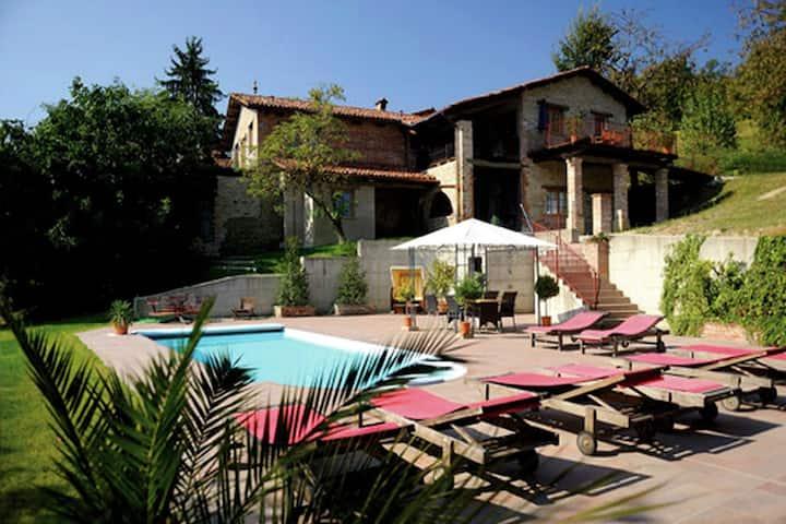 Magnificent Mansion in Bastia Mondovi with Swimming Pool