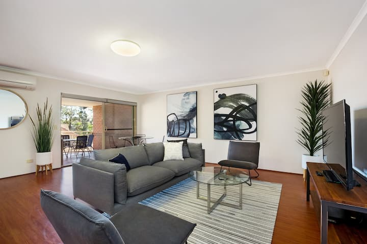 North Ryde 2 BDR apartment with parking (37CULL)