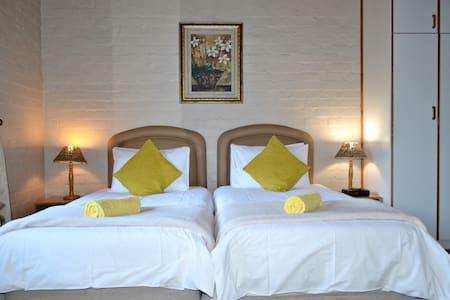 Durbanville Guest House - Room 2 - เคปทาวน์ - ที่พักพร้อมอาหารเช้า