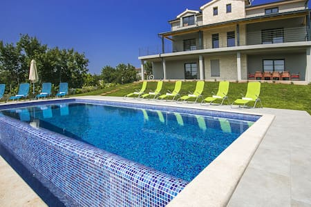 Villa 2M with swimming pool - Svetvinčenat - Talo
