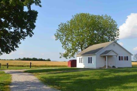 Cozy Farmhouse Near Mammoth Cave & Bowling Green