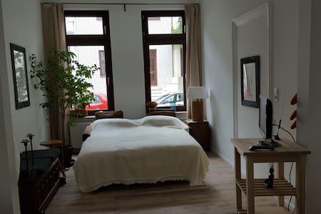 Helle kleine Wohnung, Altbremerhaus im Viertel - Bremen