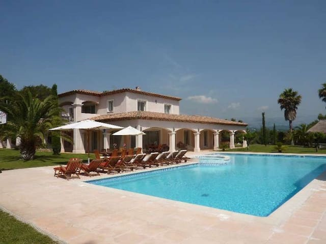 Wonderful villa with pool and jacuzzi in Valbonne