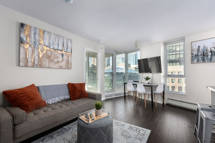 Central Downtown Condo -Newly Furnished w Parking!