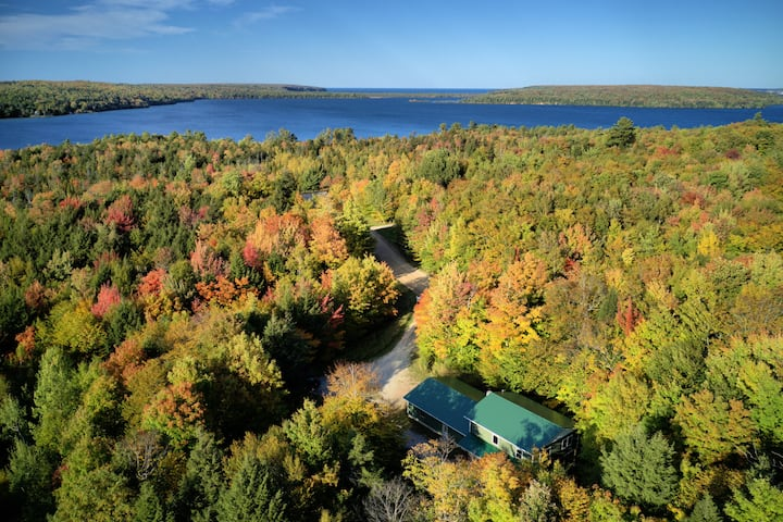 Bunk House close to town, trails and walking distance to Lake Superior Grand Island Ferry