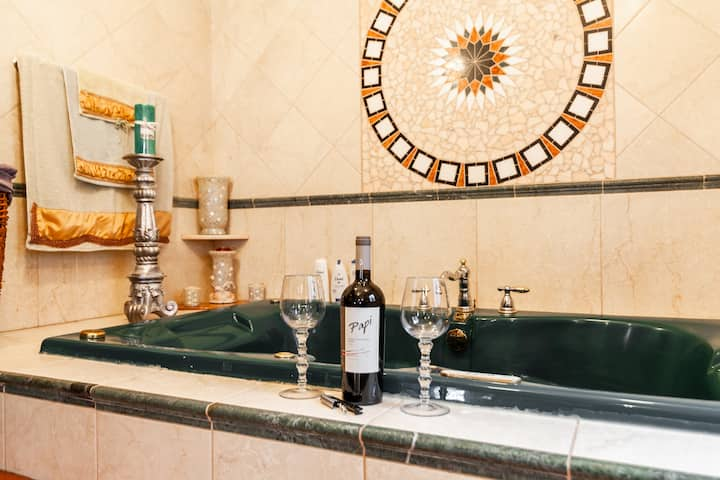 Newly renovated apt w/parking space