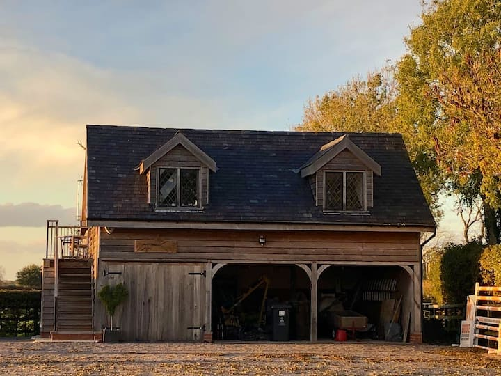 SECLUDED SELF CONTAINED BARN ON PRIVATE EQUESTRIAN