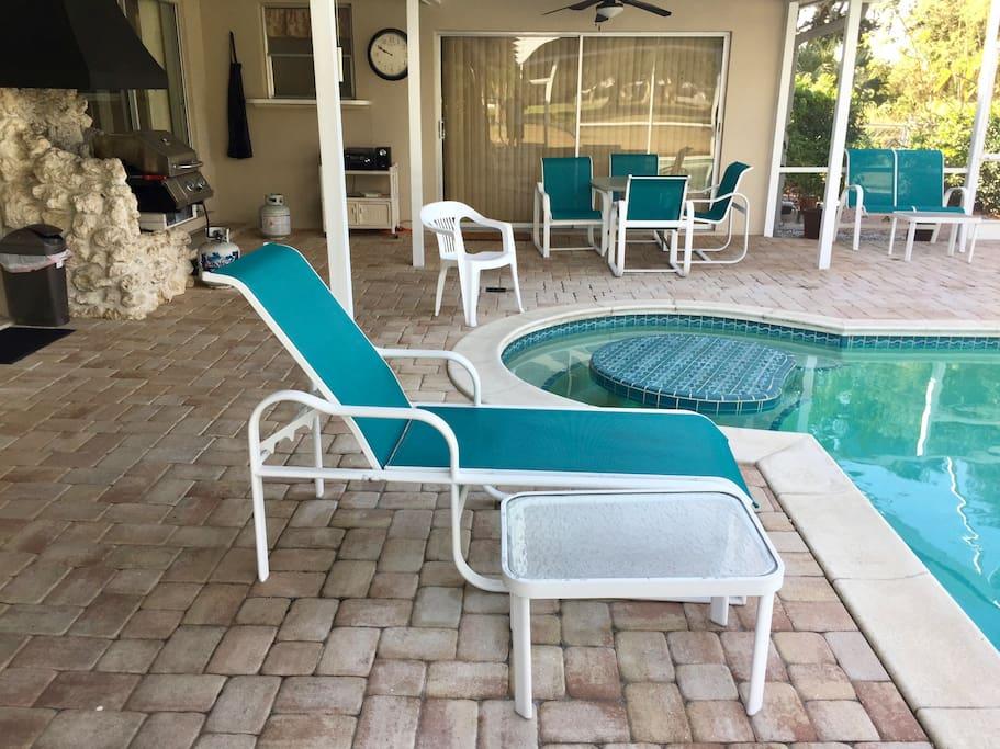 Screened in swimming pool lounge area