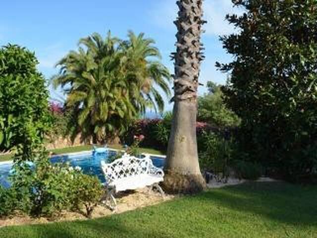 BONITA CASA CON JARDIN Y PISCINA EN SANT VICENÇ-AA - Sant Andreu de Llavaneres - Casa