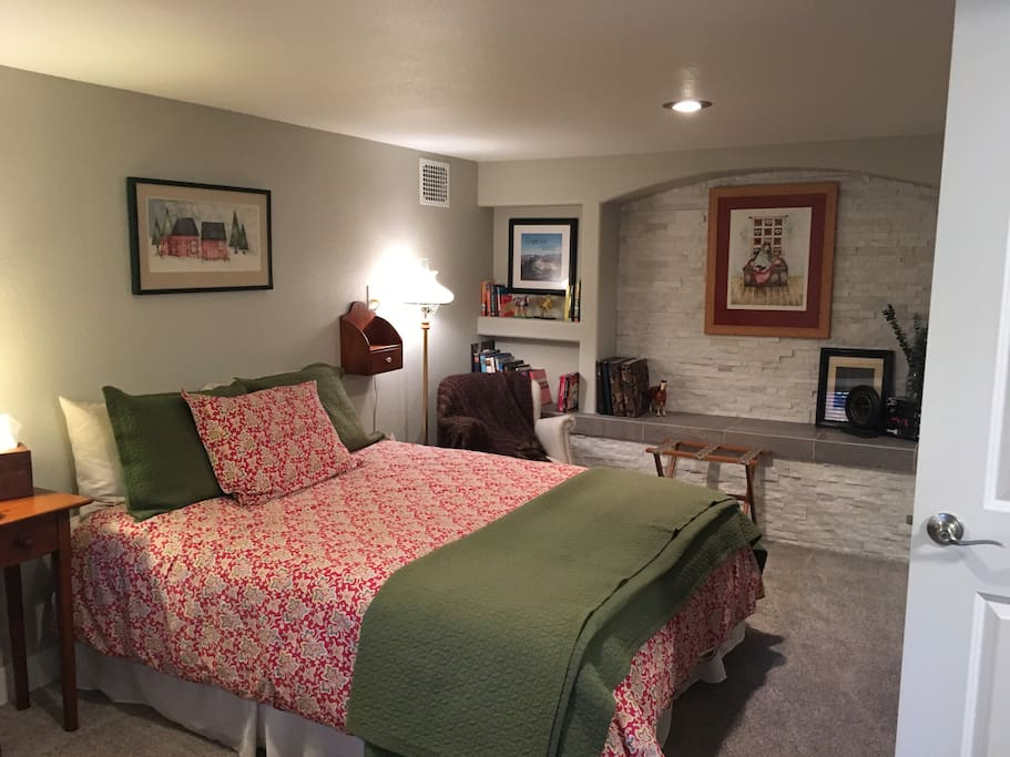 Cozy, quiet, spacious basement guest room with queen bed, down comforter and soft sheets!
