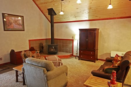 Great Northern Guest House - Glacier Park awaits! - Coram - House - 2