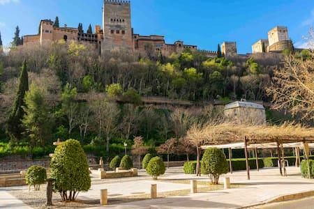 Estudio a las Faldas de la Alhambra 🕌