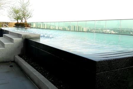 Free Wifi, Free Taxi, Pool & Fitness, BTS udomsuk - Tambon Bang Kaeo - Apartament