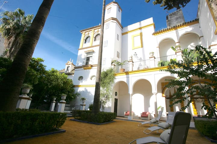 FAB CHATEAU DOÑA ELVIRA SQUARE PRIVATE GARDEN POOL