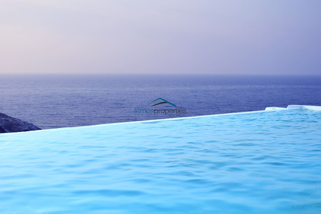 Infinity pool with a great sea view