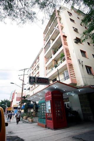 Private Apartment in Vedado Heart (1 block to sea)