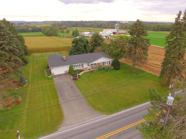 Family Home Surrounded by Gorgeous Amish Country
