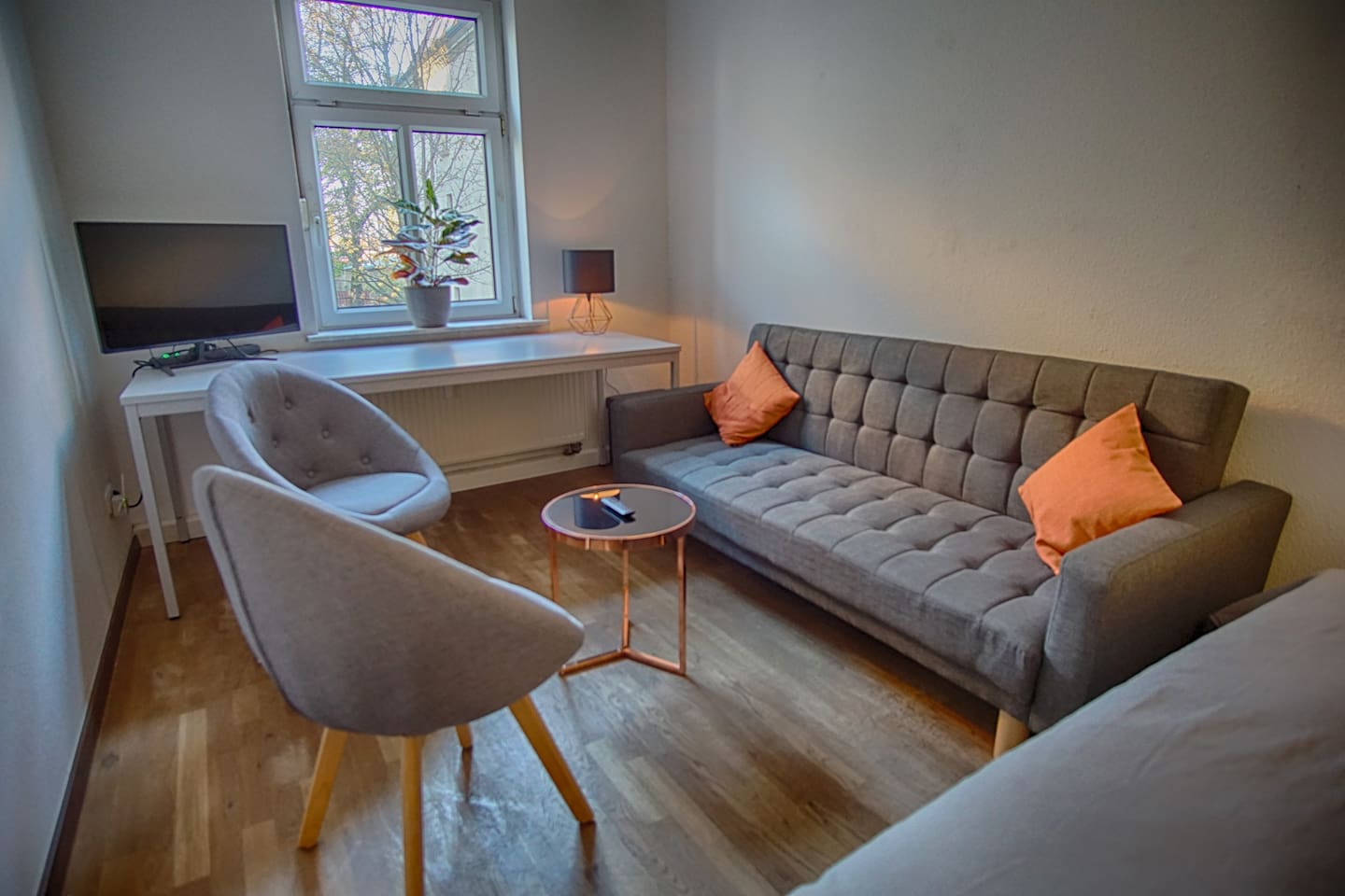 """Studio - Lounge area. Sofa bed, massive desk which 2 people can work at with comfy bucket seats. 32"""" tv/monitor with Netflix."""