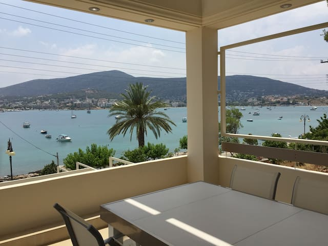 Villa with private pool by the sea - Porto Rafti - วิลล่า