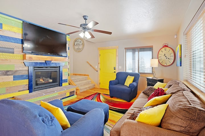 Family-friendly Home w/ Lake & Mtn. Views and Private Hot Tub - close to marina!