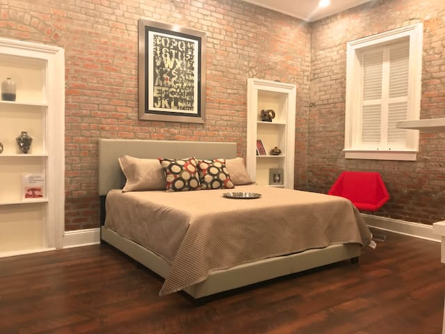 Stylish and Cozy near French Quarters entry.