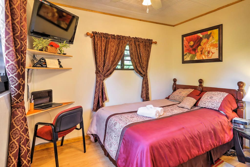 Inside, the studio offers a queen-sized bed, a flat-screen cable TV and a desk area.