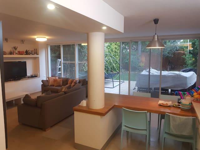 Beautiful Family TownHouse Villa in North Tel-Aviv