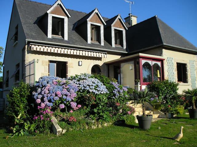les hortensias - Saint-Pierre-de-Plesguen - Gjestehus