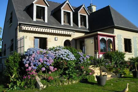 les hortensias - Saint-Pierre-de-Plesguen - 旅舍