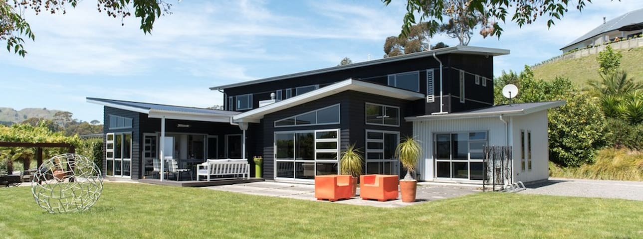PEPPERTREE LODGE: Havelock North: sleeps 6 -10