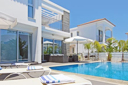 Lydia-luxury 3beds villa by the sea - Пернера - Вилла