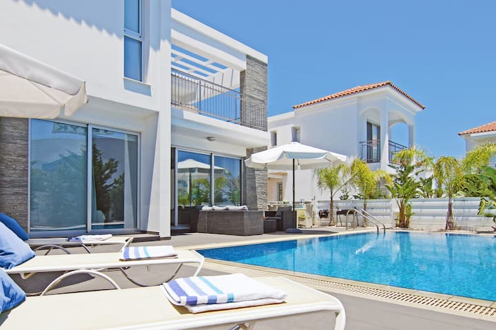 Lydia-luxury 3beds villa by the sea