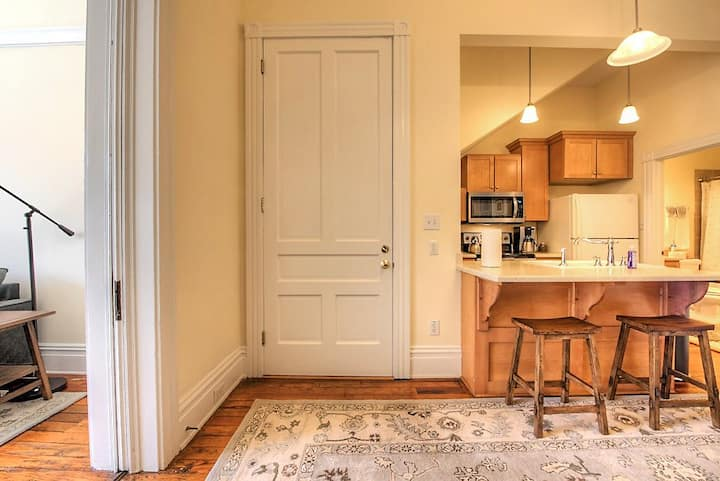 Historic Downtown 1 BR  by Jefferson Hotel EM-1
