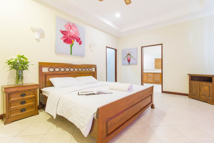 Master Bedroom with King Size Bed + Safa Bed