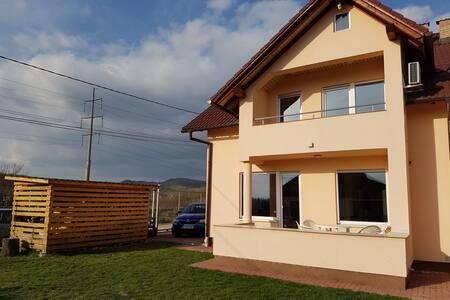 Modernes Haus in ruhiger Lage in Transilvanien