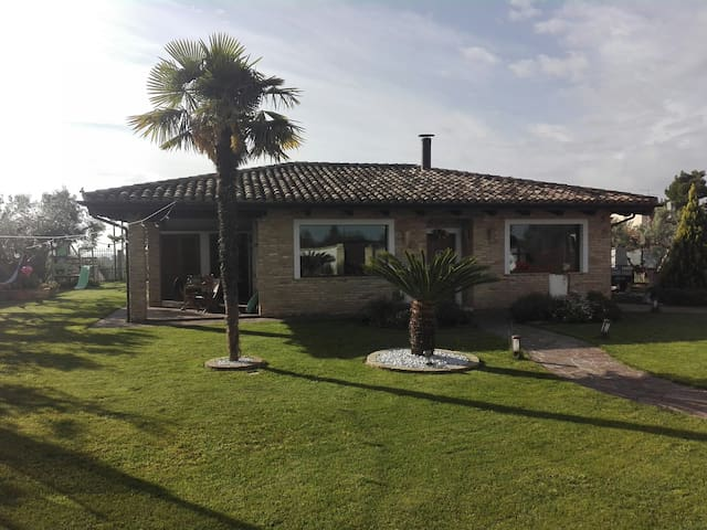Villa Laura, in collina vicino al mare