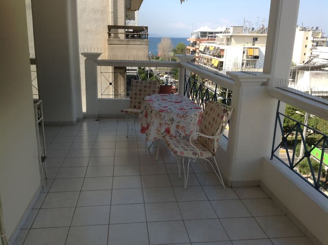 15 min to city center,walk to beach - Alimos - Apartment