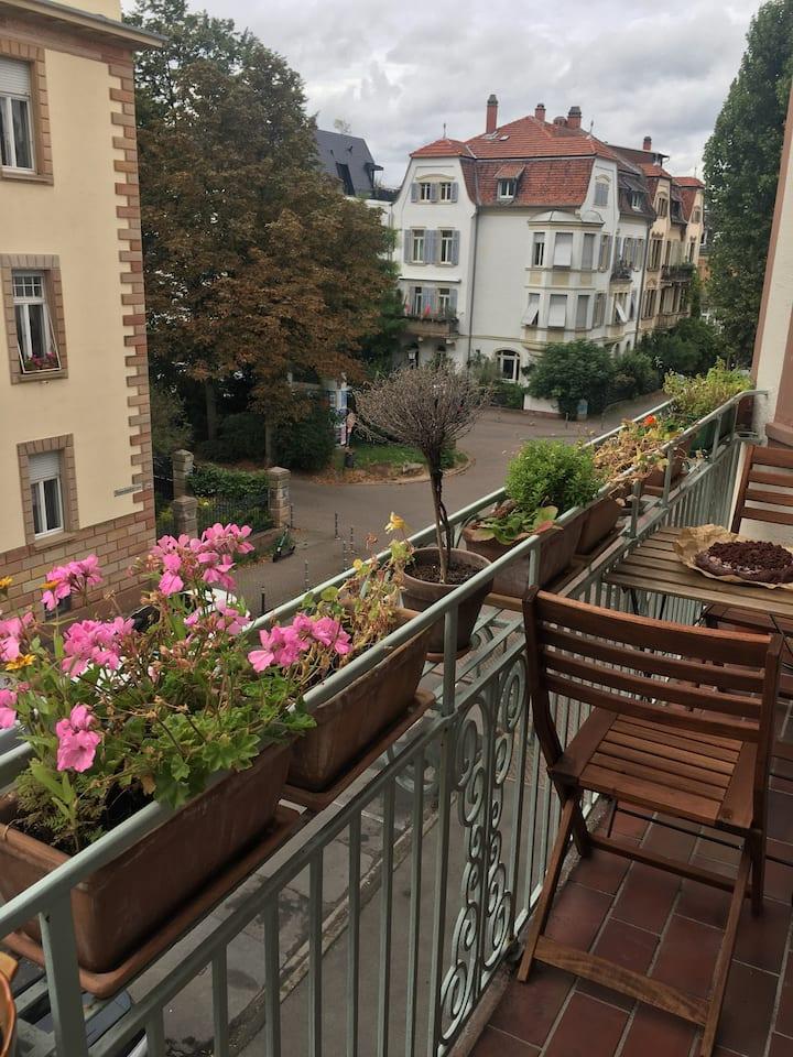 Schönes Altbauzimmer mit Balkon