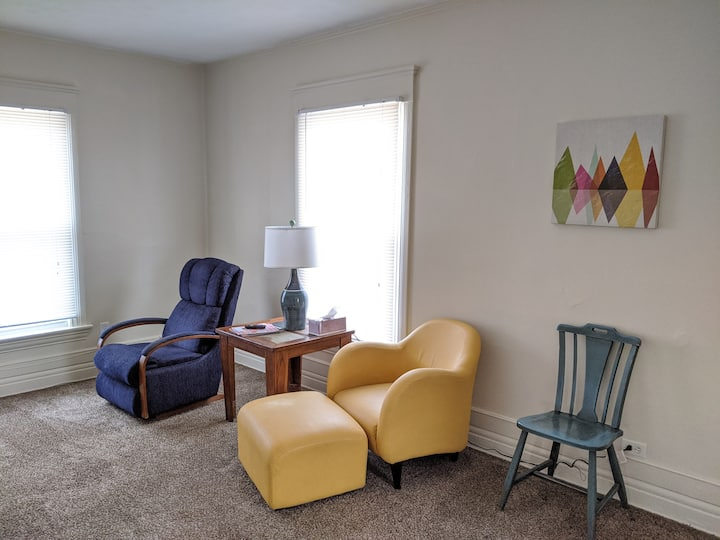 Downtown Digs Near State Capitol Building & LCC