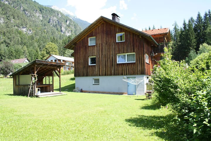 Quiet location situated house at 5 min. Walking distance Presseggersee