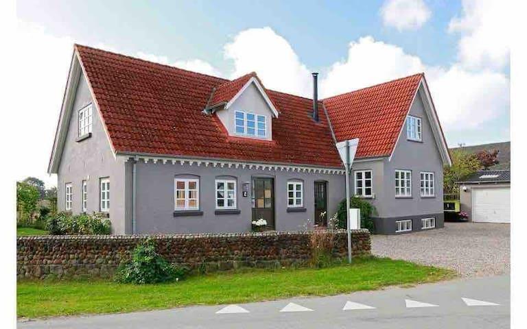 40m2 lejlighed, 15 min fra Odense, tog 250m