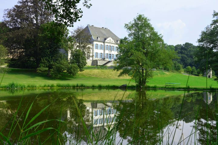 Luxurious castle in Marchin with infrared sauna