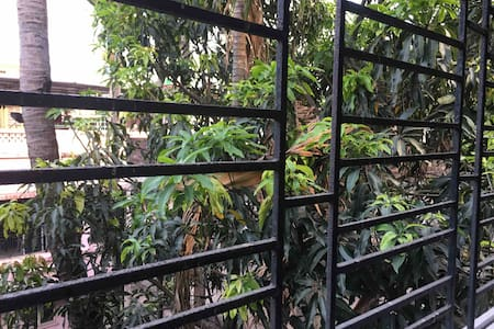 Jadavpur Home Stay with Air con.